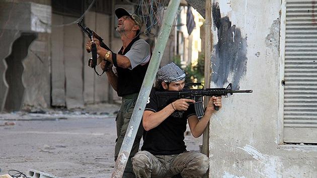 Los rebeldes sirios se camuflan con el uniforme de la ONU en los Altos del Golán