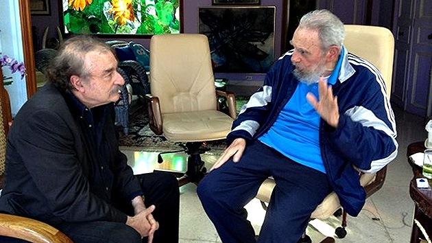 Fidel Castro se deja ver con el escritor Ignacio Ramonet y habla sobre Chávez