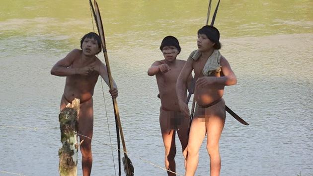 Más indígenas aislados emergen en Brasil huyendo de los ataques que sufren en Perú