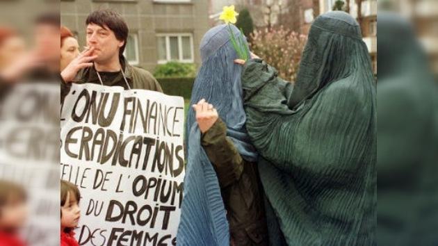 Las musulmanas belgas que usen velo tendrán que 'dar la cara' a partir de hoy