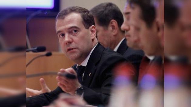 Dmitri Medvédev asume la jefatura del gobierno ruso