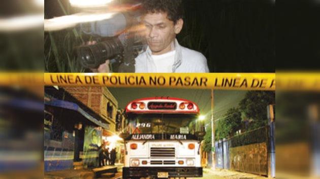 Periodista salvadoreño muere a tiros en un autobús