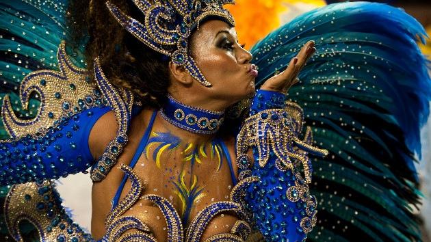 Se inicia en Brasil el carnaval más famoso y espectacular del mundo
