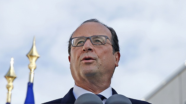 """Hollande cambia de postura: """"No suspendemos el contrato de los Mistral"""""""