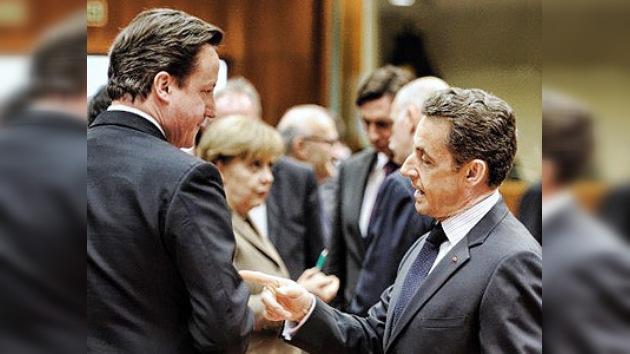 Crisis en la zona euro: Sarkozy le pide a Cameron que se calle