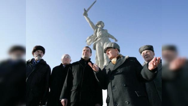 Medvédev se reúne en Volgogrado con el comité del 'Día de Victoria'