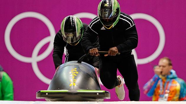 Video: El bobsleigh jamaicano llega a los JJ.OO. al ritmo de su canción reggae