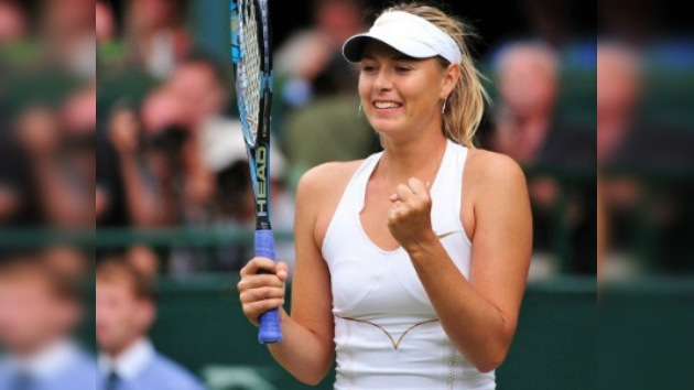 Sharápova alcanza la final de Wimbledon siete años después