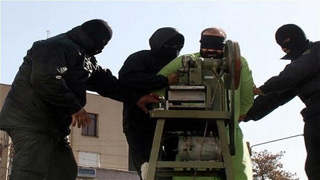Irán presenta una nueva 'guillotina' para cercenar dedos a los ladrones