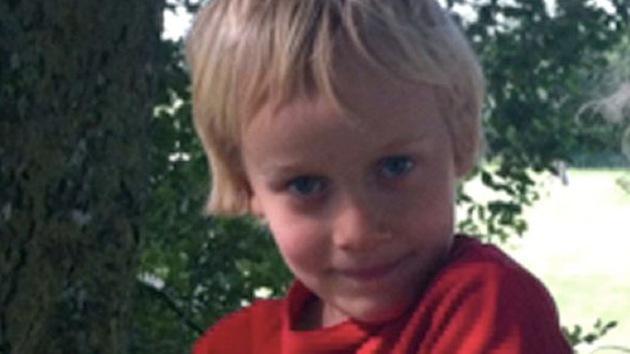 A un niño británico le extirparán un tumor cerebral en contra de los deseos de su madre