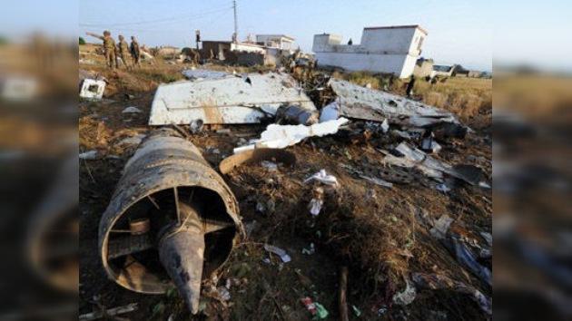 Pakistán: Los tanques de combustible del avión siniestrado explotaron en el aire