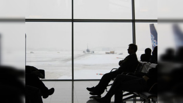 Las heladas traen caos a los aeropuertos de Moscú