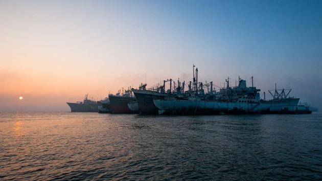 FOTOS: Paseo a bordo de flota militar fantasma que se descompone en bahía de EE.UU.