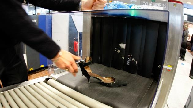 EE.UU. advierte de la presencia de pasajeros de avión con explosivos en el calzado
