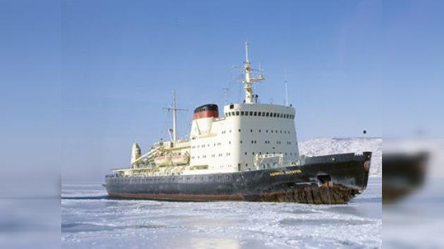 Comienza el rescate de los barcos rusos atrapados en el mar de Ojotsk