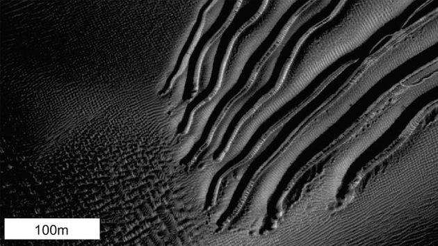 Fotos: 'Tablas de snowboard' de hielo seco formaron los misteriosos surcos de Marte