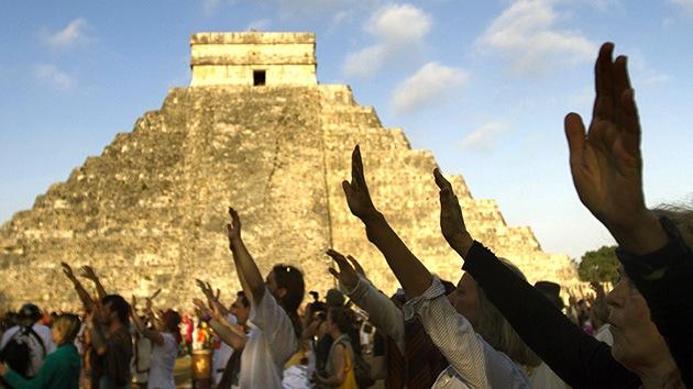 Fin del calendario maya, miles de personas 'recargan las pilas' en Chichén Itzá