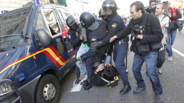 Fotos: Un centenar de detenidos y decenas de heridos durante la huelga en España