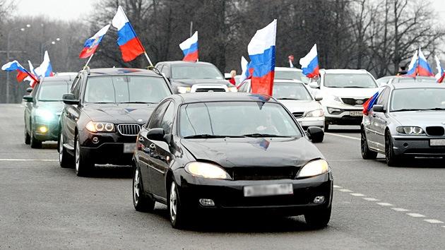 Fotos: Unos 350 automóviles realizan en Moscú una caravana en apoyo a Crimea