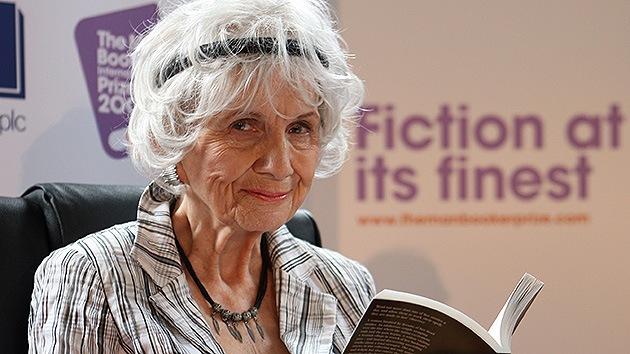 La canadiense Alice Munro recibe el Nobel de Literatura