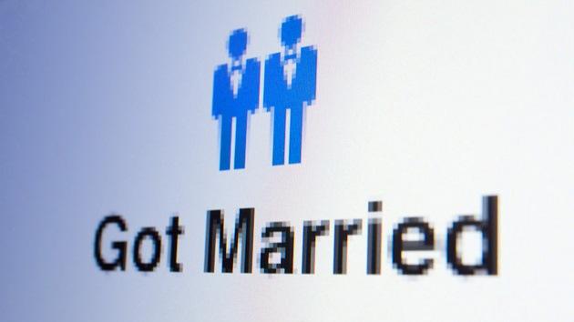 Gays y lesbianas ya tienen sus íconos de 'casado' en Facebook