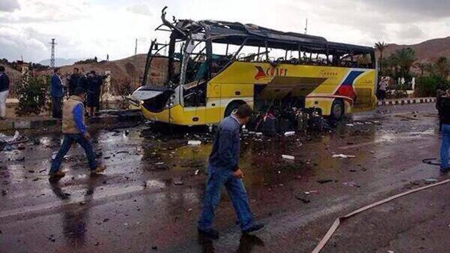 Egipto: La explosión en un autobús turístico cerca de la frontera israelí deja muertos
