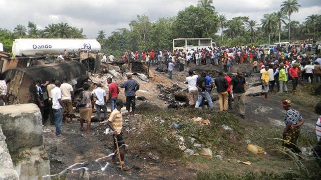 Cerca de 100 muertos en Nigeria recogiendo combustible de un camión accidentado (FOTOS)
