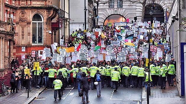 Fotos: Los estudiantes británicos protestan contra la austeridad educativa