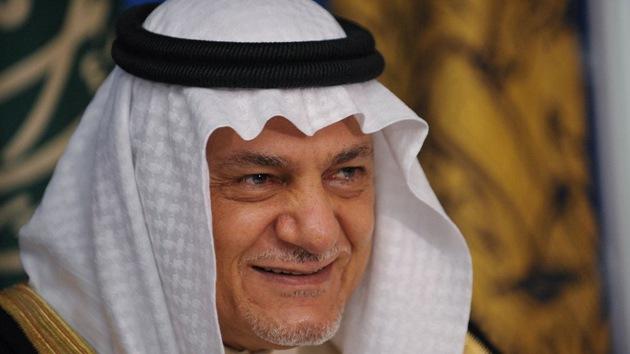 """Un príncipe saudita da """"por hecho"""" que su país arma a los rebeldes sirios"""