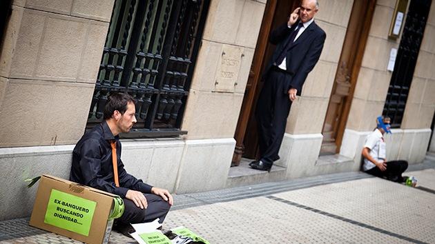 Kutxabank y Caja Laboral paralizan los desahucios en España por los casos de suicidio