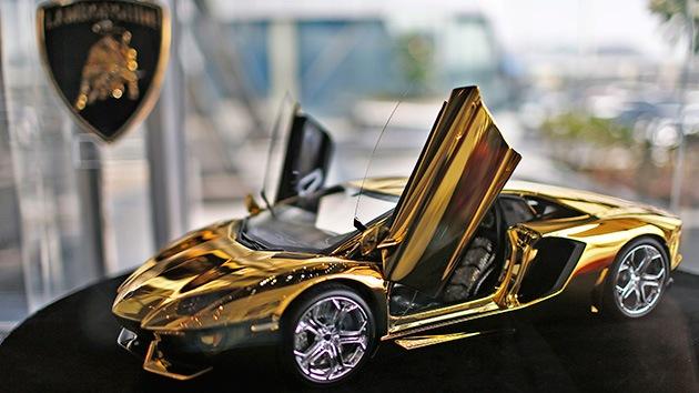Fotos: La lujosa vida de los millonarios de Dubái, entre Ferrari y otras fieras mascotas