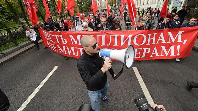 Una marcha opositora recorre las calles de Moscú