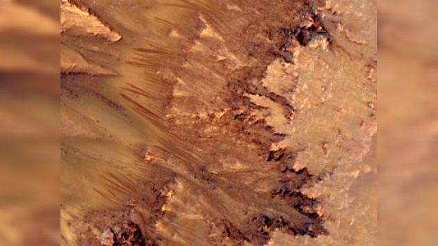 La NASA descubre unos intrigantes surcos en la superficie de Marte: ¿Agua a la vista?