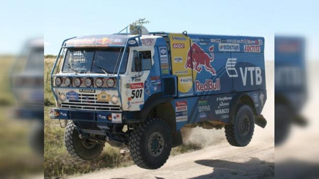 Daimler negocia una compra con el fabricante de camiones ruso Kamaz