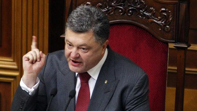 """Poroshenko aprueba un plan para """"exterminar"""" a las autodefensas del este de Ucrania"""