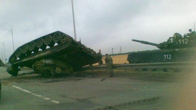 Foto: Vuelca un tanque mientras lo transportaban a alta velocidad en Rusia