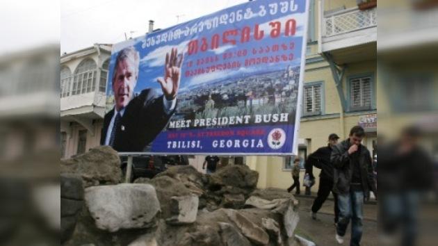 La oposición georgiana demanda quitar el nombre de Bush a una calle