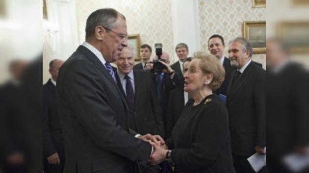 Los esfuerzos de la OTAN sirven a los intereses rusos, según Albright