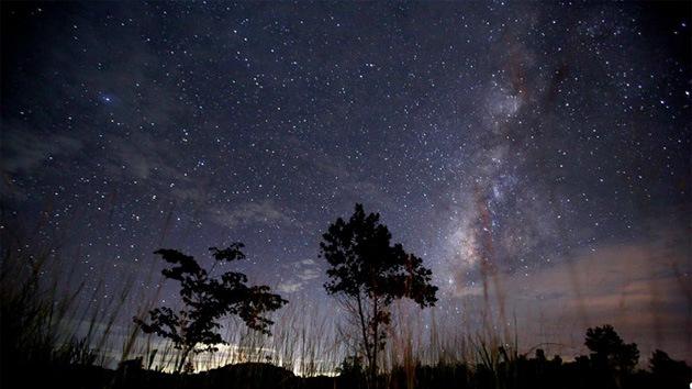 Video: La nueva especie de lluvia de meteoritos cae sobre la Tierra