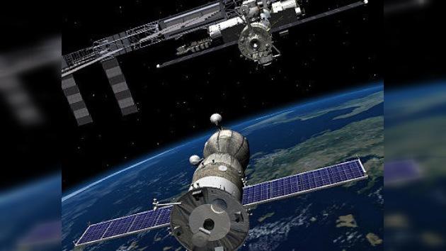 El acoplamiento de la Soyuz a la Estación Espacial Internacional en vivo en RT