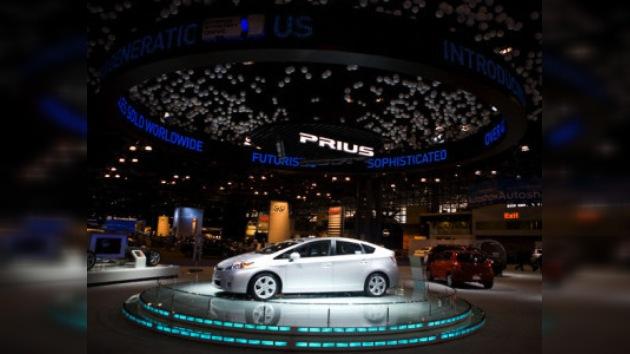 """Toyota introduce su nuevo híbrido """"enchufable"""""""