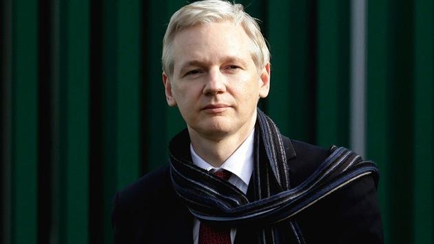 Assange: Reino Unido y EE.UU. prueban su medicina al bendecir el asedio de embajadas