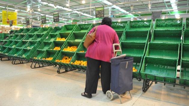 Prescindiendo de lo básico: los españoles reducen la compra de alimentos
