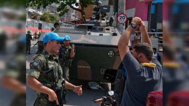 El Ejército brasileño patrullará las favelas de Río 8 meses más