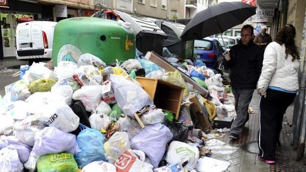 Fotos: Granada nada en basura por la huelga
