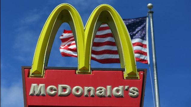 Cómo el Gobierno de EE.UU. ayuda a McDonald's a vender comida chatarra