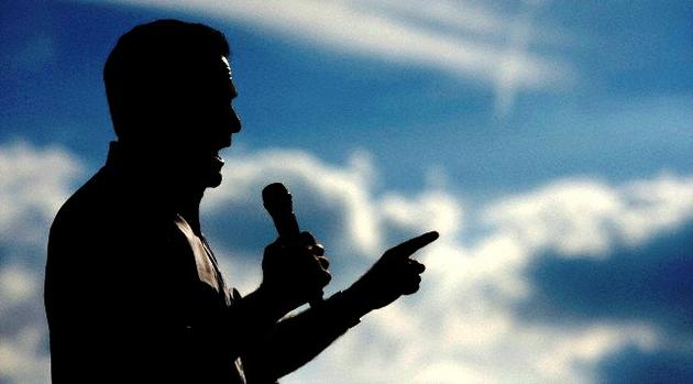 Romney insta a enviar tropas a Siria e Irán