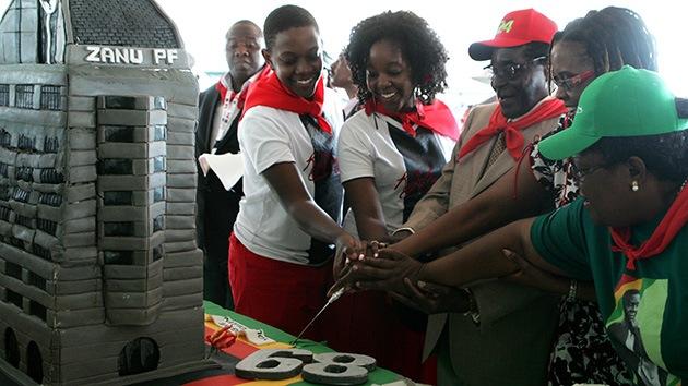 Mugabe festeja sus 89 años por 600.000 dólares, 2000 veces el presupuesto estatal