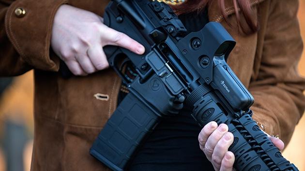 Masacre en Connecticut: EE.UU. baraja la idea de permitir armas para el personal escolar