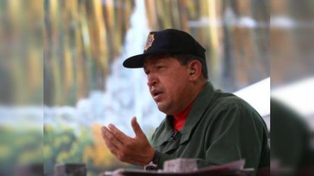 """Chávez ordena derribar """"aviones espías"""" de Colombia"""